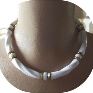 Vintage 80s Choker Necklace White & Gold Twists